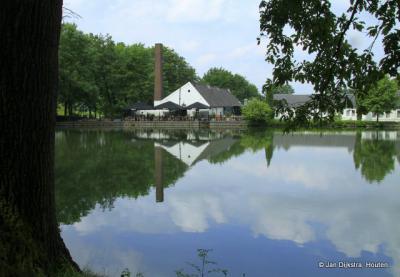 Buurtschap Raren, molenvijver van Buitenplaats Vaalsbroek, met restaurant In de Oude Watermolen