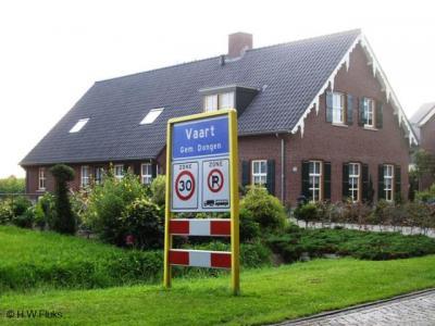 """Het dorp NO van Dongen heet op de plaatsnaamborden Vaart, vanouds heette het Dongensevaart, en in de praktijk wordt het doorgaans Dongen-Vaart genoemd. Wij noemen dat weleens gekscherend """"een spelletje Wie van de Drie?""""..."""
