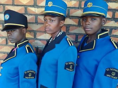 Als je op vakantie bent in Uganda en een muziekkorps tegenkomt in uniformen met het logo van Harmonie St. Servatius Vaesrade, dan is dat geen 'fata morgana'. Voor nadere toelichting zie het hoofdstuk Links > Muziek.