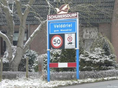 Velddriel is een dorp in de provincie Gelderland, in de streek Bommelerwaard, gemeente Maasdriel. T/m 31-7-1944 gemeente Driel. Tijdens carnaval heet het dorp Schumersdurp.