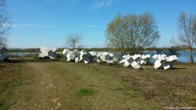 Buurtschap Veluwe, kunstwerk bij het tot natuur- en recreatiegebied heringerichte terrein van de vroegere steenfabriek Bato's Erf