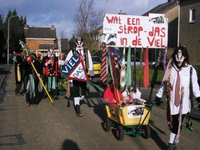 In 2008 is voetpad Op de Waart bij Viel in ere hersteld. Het leek er even op dat dassenburchten het herstel van dit pad zouden verhinderen. Dat bleek gelukkig geen belemmering. Maar dat wist men ten tijde van het carnaval 2008 nog niet. Vandaar dit thema.