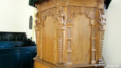 Vierhuizen, preekstoel hervormde kerk