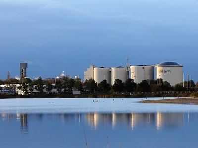 In 1896 komt er in Vierverlaten - Hoogkerk een suikerfabriek. Later van de CSM, tegenwoordig van de Suiker Unie, domineert dit complex nog altijd de Vierverlater en Hoogkerker skyline. (© Harry Perton / https://groninganus.wordpress.com)
