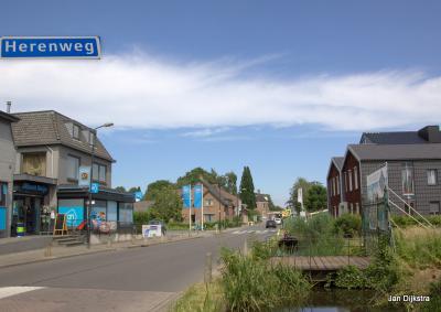 De Herenweg is de 'dorpsstraat' van Vinkeveen