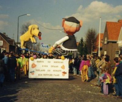 De samenvoeging van de gemeenten Schaijk en Zeeland is voor buurtver. Voederheil reden om in 1991 met een wagen met motto 'Smous en Moeszak even zwaar, Zeeland en Schaijk een wippend paar' aan de halfvastenoptocht mee te doen. Het levert een 2e prijs op.
