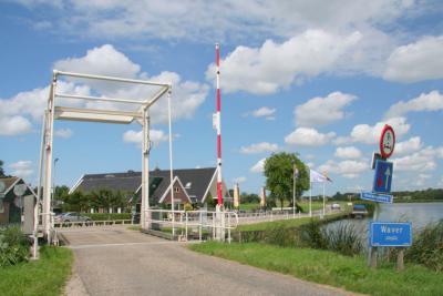 Bij de Voetangelbrug, gelegen in het uiterste O van buurtschap Rondehoep, komen drie waterlopen bij elkaar; de Waver in het Z, de Bullewijk in het W en de Holendrecht in het O. (© Jan Dijkstra, Houten)