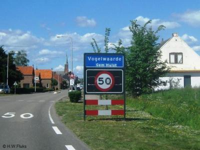 Vogelwaarde is een dorp in de provincie Zeeland, in de streek Zeeuws-Vlaanderen, gemeente Hulst. Het was een zelfstandige gemeente van 1-7-1936 t/m 31-3-1970. Per 1-4-1970 over naar gemeente Hontenisse, in 2003 over naar gemeente Hulst.