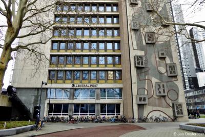 Het in 2019 tot rijksmonument benoemde voormalige Stationspostgebouw/Districtspostkantoor in Rotterdam wordt tegenwoordig gebruikt als kantoorverzamelgebouw, dat sinds 2015 bekend staat als Central Post.