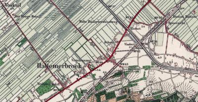 Begin 20e eeuw wordt de plaatsnaam Voskuil veranderd in Hattemerbroek, en verhuist de plaatsnaam Voskuil naar de bebouwing aan de Voskuilerdijk NW ervan. (© Kadaster)