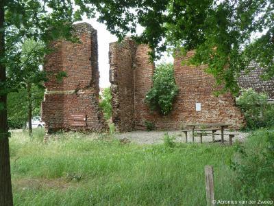 Reeds in de 15e eeuw heeft Vragender een kapel: de Sint-Jacobskapel. Na de Reformatie ging de kapel naar de protestanten en werd het geleidelijk een ruïne. In 1983 zijn de restanten geconsolideerd en benoemd tot rijksmonument.