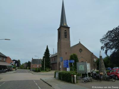 Buurtschap Vragender wordt een dorp door de bouw van de RK Sint Antonius van Paduakerk in 1871, ontworpen door de bekende kerken-architect Gerard te Riele, vader van de eveneens gerenommeerde kerken-architect Wolter te Riele.