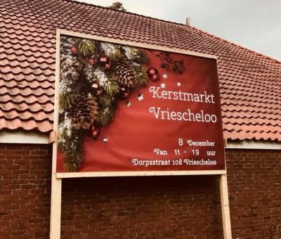 Jaarlijks op een zaterdag in de eerste helft van december is er Kerst in Vriescheloo. Onder andere de Wereldwinkel en Looster Houkje houden open huis, er zijn meer dan 30 standhouders en leuke activiteiten. Kom ook ff snuusteren!