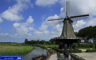 De buurtschap Vrouwbuurtstermolen is genoemd naar deze molen, de Vrouwbuurtstermolen dus.