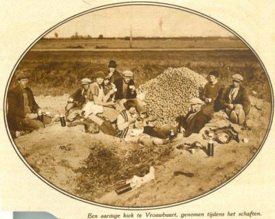 En hier wordt het dorp aangeduid als Vrouwbuurt in een krantenartikel uit 1928.