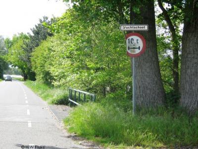 Een aantal buurtschappen in het streekje De Rith, in het ZW van de gem. Breda, is in 2009 voorzien van plaatsnaambordjes. Chapeau! Vuchtschoot is er daar één van.
