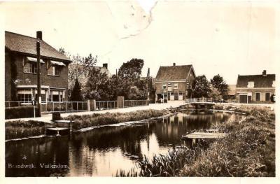 Oude ansichtkaart van Vuilendam betreffende het deel onder de toenmalige gemeente Brandwijk. Jaren 1940?