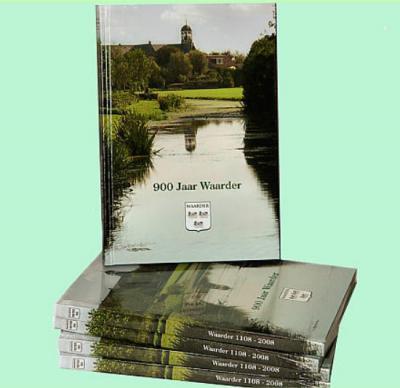 Maar er is niet alleen gefeest; voor de historisch geïnteresseerden onder ons is het een heuglijk feit dat in 2008 ook het boek '900 jaar Waarder' is verschenen (128 pag., hardcover, met foto's), samengesteld door Arie Boele.