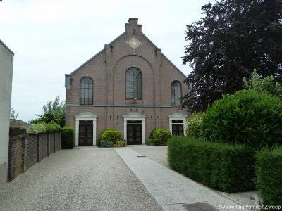 De Gereformeerde (PKN) kerk van Waarder (Dorp 24) dateert uit 1887. Het is een eenvoudige zaalkerk.