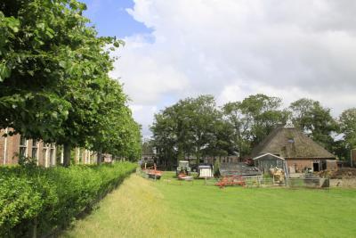 Een van de monumentale boerderijen in Wânswert (© Jan Dijkstra, Houten)