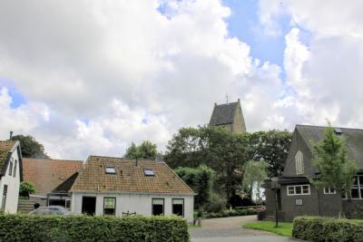 Wânswert, dorpscentrum met o.a. de Petruskerk (© Jan Dijkstra, Houten)