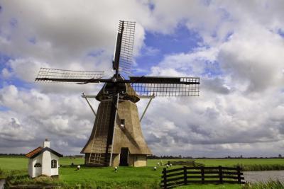 Wânswert, Molen Victor is een van de twee rijksmonumentale gebouwen in het dorp (© Jan Dijkstra, Houten)