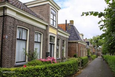 Wânswert is een van de vele kleine dorpjes in Fryslân met monumentale pandjes in smalle straatjes. (© Jan Dijkstra, Houten)