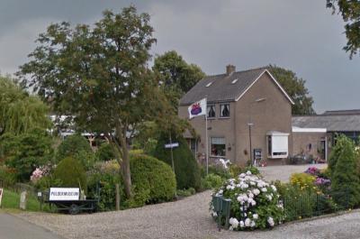 Jan Compier heeft aan huis zijn Poldermuseum, met objecten m.b.t. de geschiedenis van Waverveen en de andere kernen in De Ronde Venen, en nog veel meer.