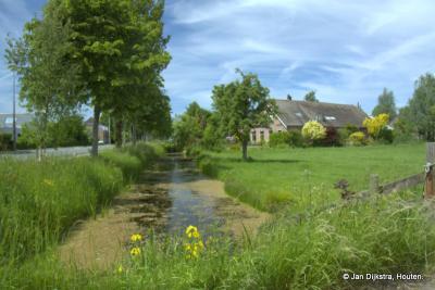 Het landschap in buurtschap Weijland, met veel boerderijen, de een nog mooier dan de ander