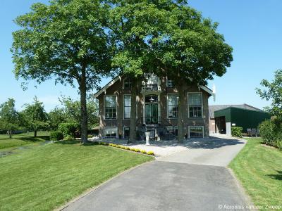 Ook de rijksmonumentale boerderij Knodsenburg in buurtschap Weijland (huisnr. 26) is een juweeltje