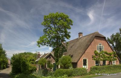 Als je een liefhebber bent van mooie oude boerderijen, dan kom je in de buurtschap Weijland zeker aan je trekken.