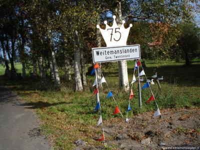 De buurtschap Weitemanslanden heeft alleen plaatsnaamborden op grondgebied van de gemeente Twenterand, maar ligt ook nog deels in de gemeenten Tubbergen en Almelo. De buurtschap is ontstaan in 1932 en heeft dus in 2007 het 75-jarig bestaan gevierd.