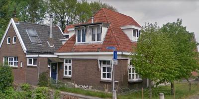 Welgelegen is een buurtschap in de provincie Fryslân, in grotendeels gemeente Opsterland, deels gemeente Heerenveen. De buurtschap heeft geen plaatsnaambord, zodat je alleen aan dit straatnaambordje kunt zien dat je er bent aangekomen. (©Google StreetView