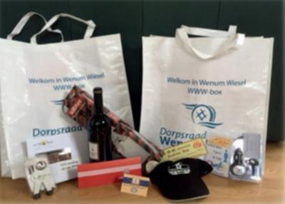 Nieuwe inwoners worden door de Dorpsraad en de buurtvereniging welkom geheten met de WWW-Box ('Welkom in Wenum-Wiesel'), een 'goodie bag' met informatie over het dorp en allerlei door lokale bedrijven gesponsorde nuttige en lekkere spullen.