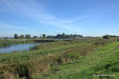 Mooie natuur en een prachtig uitzicht over de Boven-Merwede, gezien vanaf de Sasdijk in Werkendam