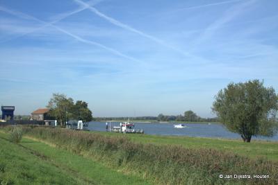 Werkendam, we zien hier onder meer de pont naar Boven-Hardinxveld