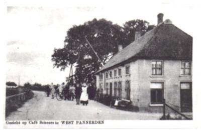 Gezien de strategische ligging bij de veerverbinding tussen de Betuwe en het 'Gelders Eiland', had de kleine buurtschap West-Pannerden verschillende cafés. Café Scheers was er daar een van.
