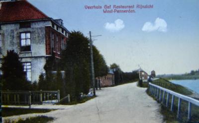 West-Pannerden, veerhuis en Café-Restaurant Rijnzicht (dat dus eigenlijk Pannerdens-Kanaalzicht had moeten heten, maar ja, dat 'bekt' niet), ca. 1910