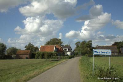 ... Dichterbij zien we dat het Westerein is, mooi gelegen in het uitgestrekte Friese landschap.