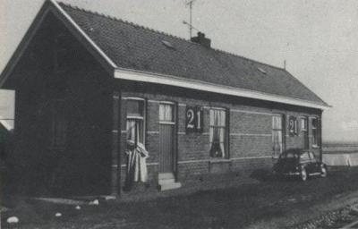 Westerwijtwerd had een stationshalte onder die naam, aan de spoorlijn Groningen-Delfzijl, van 15-6-1884 tot 1-10-1886. Per die datum hernoemd in halte Middelstum. De halte is gesloten in 1953. Het haltegebouwtje dateerde uit 1889 en is in 1963 afgebroken.