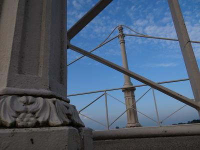 De Wetsingerzijl in Wetsinge is recentelijk gerestaureerd en heeft een nieuw bruggetje volgens 19e-eeuws model gekregen. (© Harry Perton/https://groninganus.wordpress.com)