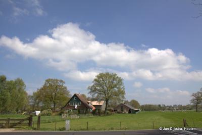 Het is erg landelijk daar in Wieksloot. Pak de fiets of ga er wandelen, want met de auto ga je veel te snel om van al dat moois te genieten.