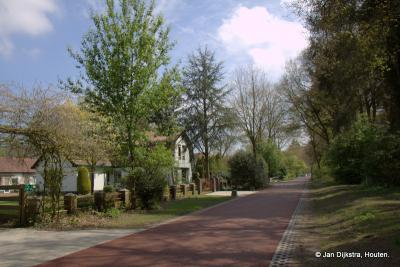 Buurtschap Wieksloot heeft geen bebouwde kom, maar verspreid staande woningen - vaak wel heel mooie optrekjes.