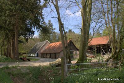 Op de weg terug naar de N234 komen we weer langs de bijzonder mooie boerderij Wijkerhoek, prachtig gelegen aan de Pijnenburger Grift.
