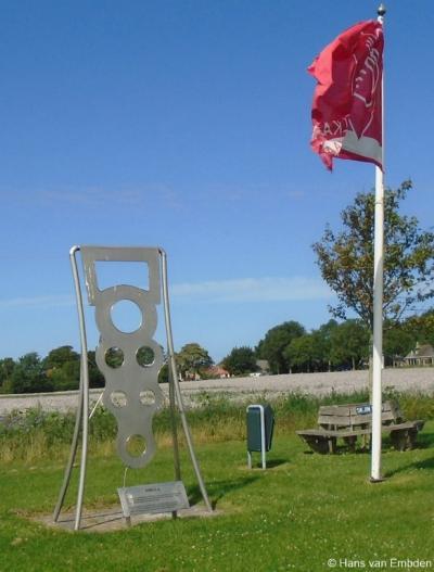 In Wijnaldum zijn ze terecht trots op de daar in 1953 gevonden koningsfibula, het 7e-eeuwse topstuk uit de archeologiecollectie van het Fries Museum, en het beroemdste archeologische voorwerp van Fryslân. In het dorp is er dan ook een monument aan gewijd.