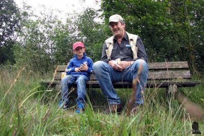 Weblogger Afanja uit Drachten maakt al vele jaren regelmatig 'fotokuiertjes' door de wijde omgeving, waarvan hij regelmatig mooie fotoreportages plaatst op https://afanja.com. Soms gaat kleinzoon Tijmen ook mee, zoals hier in 2014 in het Weinterper Skar.
