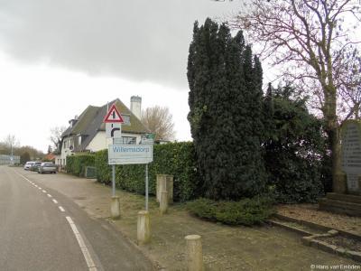 Willemsdorp is een buurtschap in de provincie Zuid-Holland, gemeente Dordrecht. Vlak voor het plaatsnaambord staat aan de rechterkant het oorlogsmonument ter herdenking van de 10 Willemsdorpers die tijdens de meidagen van 1940 zijn omgekomen.