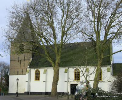 Raadsel: de kerk van de nog altijd bestaande Hervormde Gemeente Willige Langerak ligt tegenwoordig in de stad Schoonhoven. De kerk is dus van woonplaats veranderd zonder fysiek te verhuizen. Hoe dat zit kun je lezen onder het kopje Bezienswaardigheden.
