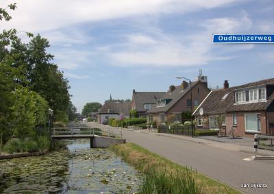 De Oudhuijzerweg in Wilnis op een mooie dag in juni 2018