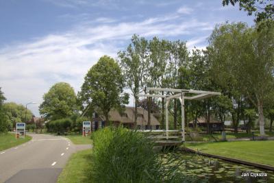 Bij de Oudhuijzerweg verlaten we het dorp Wilnis in het Groene Hart